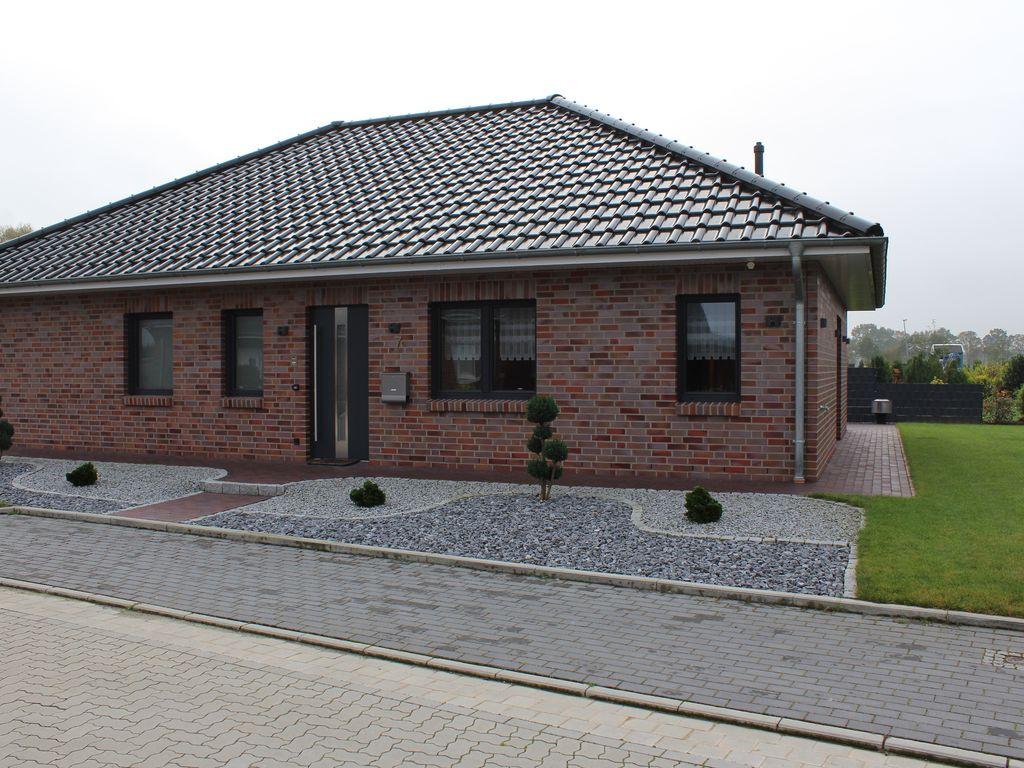 reserviert neuwertiger bungalow mit gehobener ausstattung und doppelgarage in 21382 brietlingen. Black Bedroom Furniture Sets. Home Design Ideas