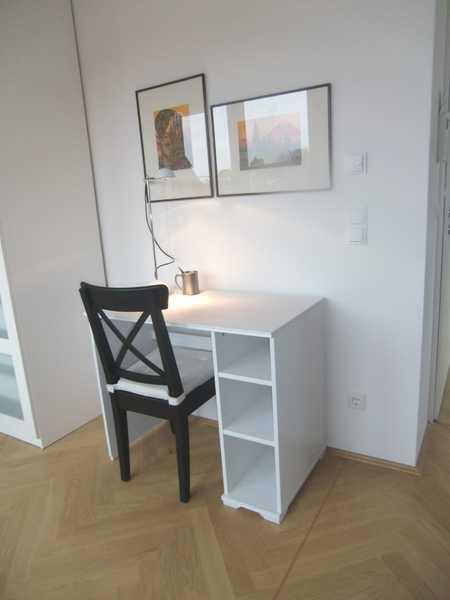 **Modern- Löffelfertig MÖBLIERT- elegant- rundum sorglos** DG- Wohnung mit Dachterrasse in Bogenhausen (München)