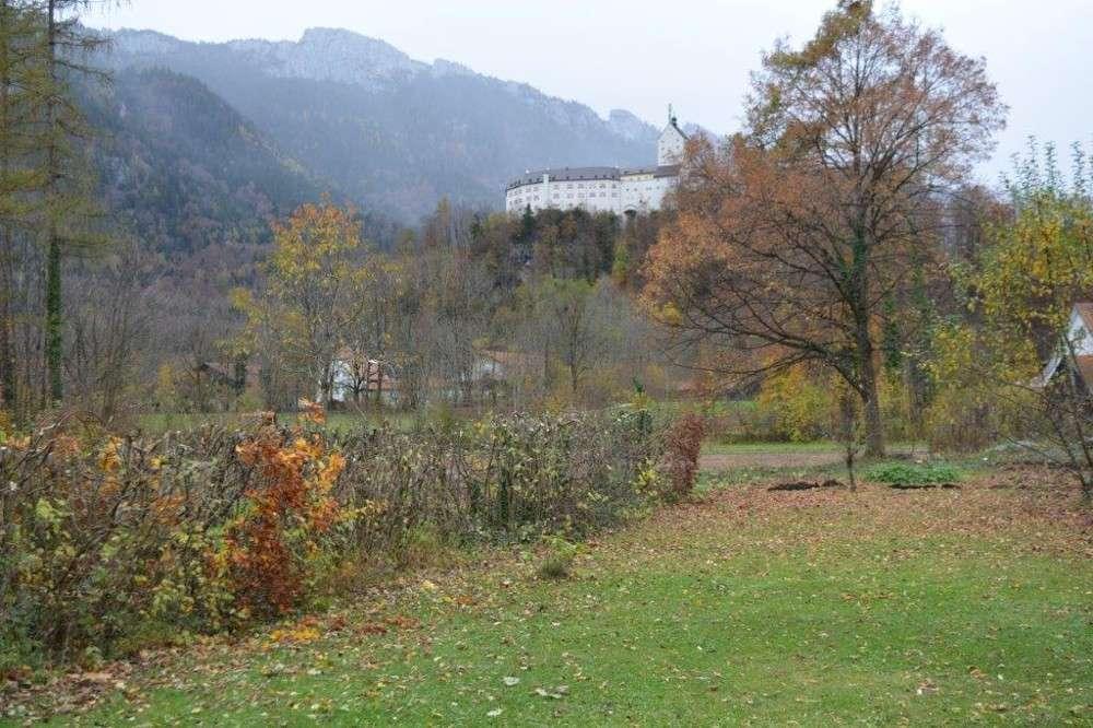 Aschau im Chiemgau: Wohnen im Park mit Schlossblick 2,5-Zimmer-Wohnung im Erdgeschoss in
