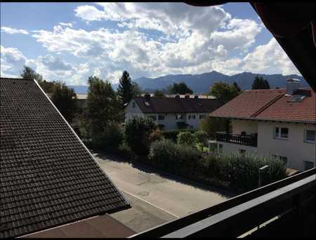 Sonnige Aussichten: 2-Raum-Dachgeschosswohnung mit Balkon und Einbauküche in Sonthofen in Sonthofen