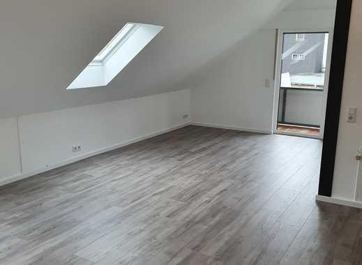 Vollständig renovierte 2-Zimmer-Dachgeschosswohnung mit Balkon und Einbauküche in Lindlar