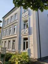 Hochwertige 4-Zimmer-Altbau-Wohnung mit Balkon und