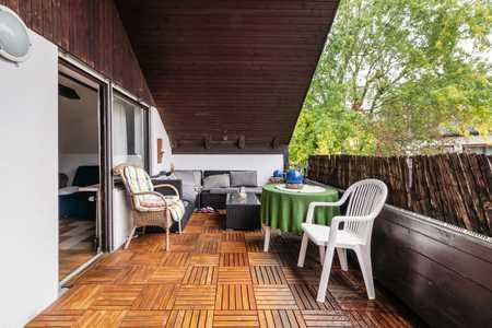 Kompl.möblierte, 3-Zimmer-DG-Whg mit großer Dachterasse, Küche Bad u extra Toilette in Riemerling in Hohenbrunn (München)
