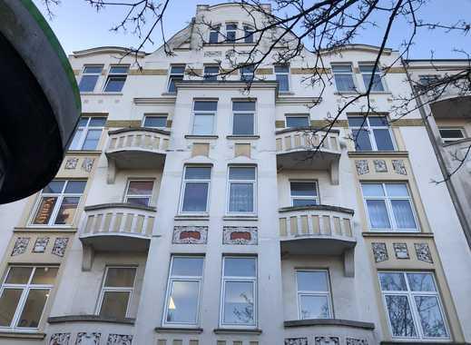 Stilvolle, geräumige 3-Zimmer-Wohnung mit 2 Balkonen und EBK in Kiel