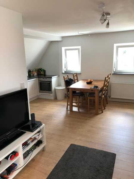 Neuwertige Dachgeschosswohnung mit drei Zimmern und Einbauküche in Fürth in Vach / Flexdorf / Ritzmannshof (Fürth)