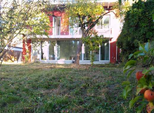 Architektenhaus auf Wassergrundstück mit Obstgarten