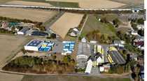 Bild DAS AREAL: 18.369 m² !  3 Hallen: 2.500 m²!   5.100 m² Stellplatz + Garagen + 350 m²  Büro-/Wfl.!
