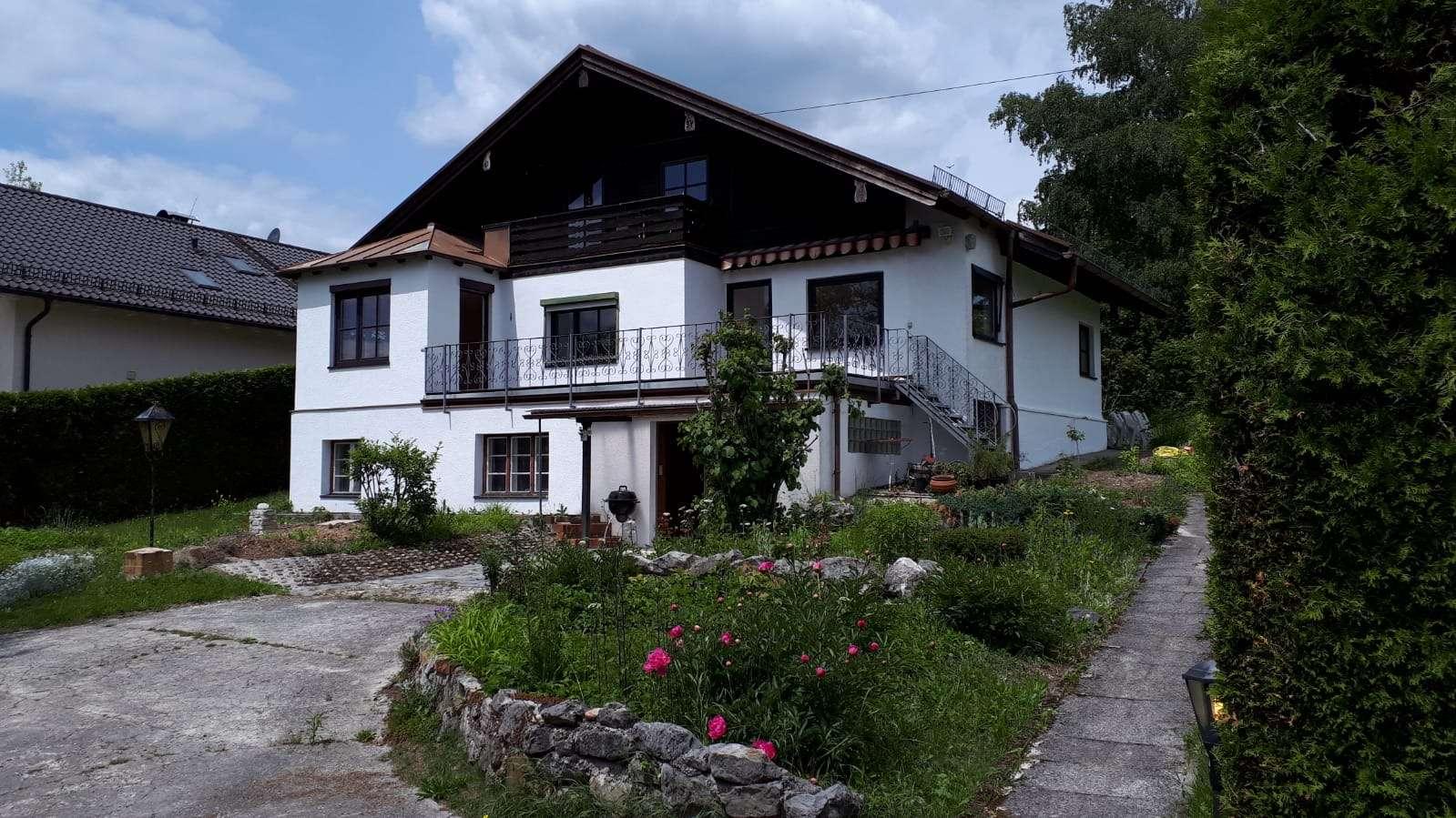 Ruhige und helle 3,5-Zimmer-Erdgeschosswohnung mit Panoramablick in Berg-Aufkirchen in