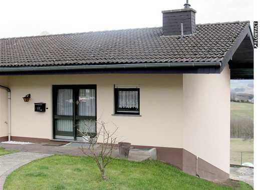Schickes 5-Zi-Einfamilienhaus mit Terrasse, Garten, Garage und toller Fernsicht in ruhiger Lage.