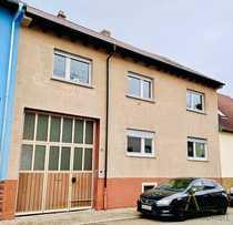 Zweifamilienhaus mit Scheune und Garage