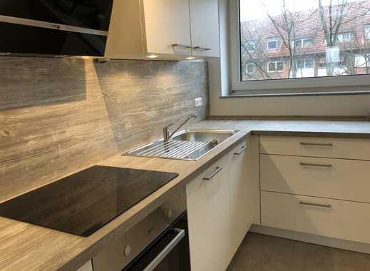 Erstbezug nach Sanierung mit Einbauküche und Balkon: schöne 2,5-Zimmer-Wohnung in Pinneberg