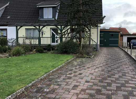Schönes, geräumiges Haus mit fünf Zimmern in Dithmarschen (Kreis), Albersdorf mit PV-Anlage