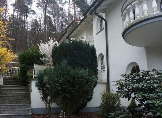 Ein mediterranes Haus mit viel Platz und schöner Umgebung