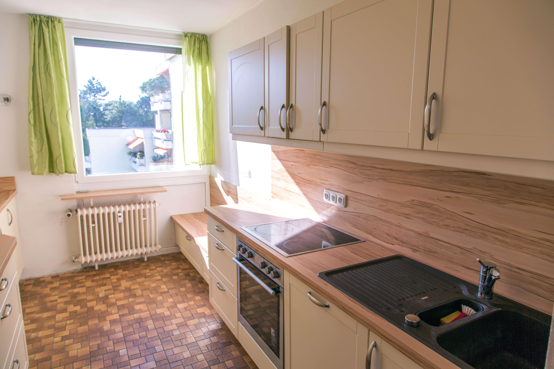 Modernisierte 3,5-Zimmer-Wohnung mit Balkon und Einbauküche in Gröbenzell in Gröbenzell