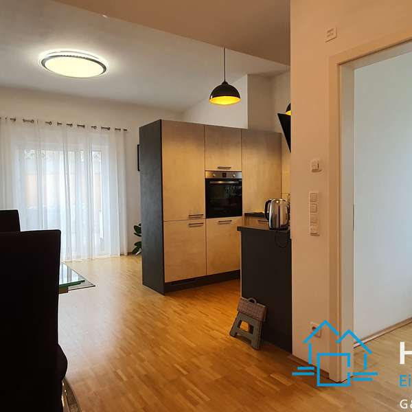 *** hochwertige und schöne 2-Zimmer-Wohnung mit Terrasse ***