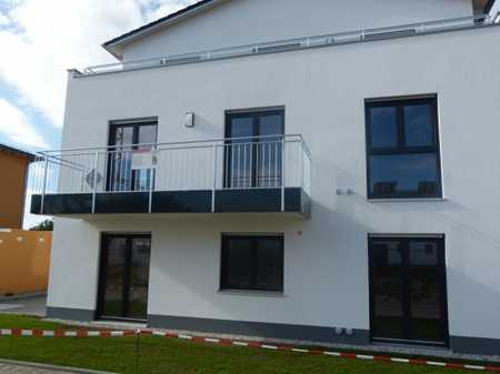 So gut wie neu: Großzügige, helle Wohnung (4ZKB), 1. OG, mit Süd-Balkon, Kellerraum, Garage! in Burglengenfeld