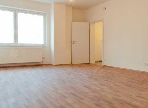 Komplett kernsanierte 2 Zimmer-Erdgeschosswohnung mit eigenem Hauseingang