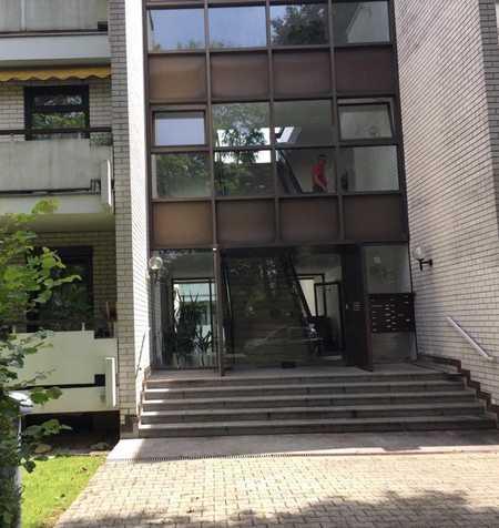 Exklusive, gepflegte 3,5-Zimmer-Erdgeschosswohnung mit 2 Balkonen in Solln, München in Solln (München)