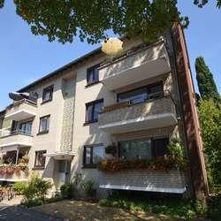 Jetzt investieren- Großer Garagenhof mit 6-Familienhaus.