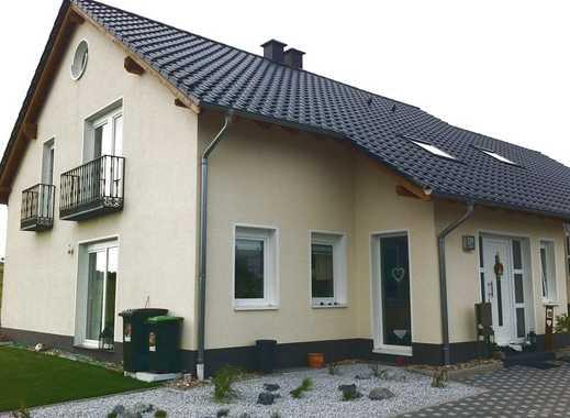 Schöne, moderne, sehr helle Doppelhaushälfte in idyllischer und ruhiger Dorfrandlage