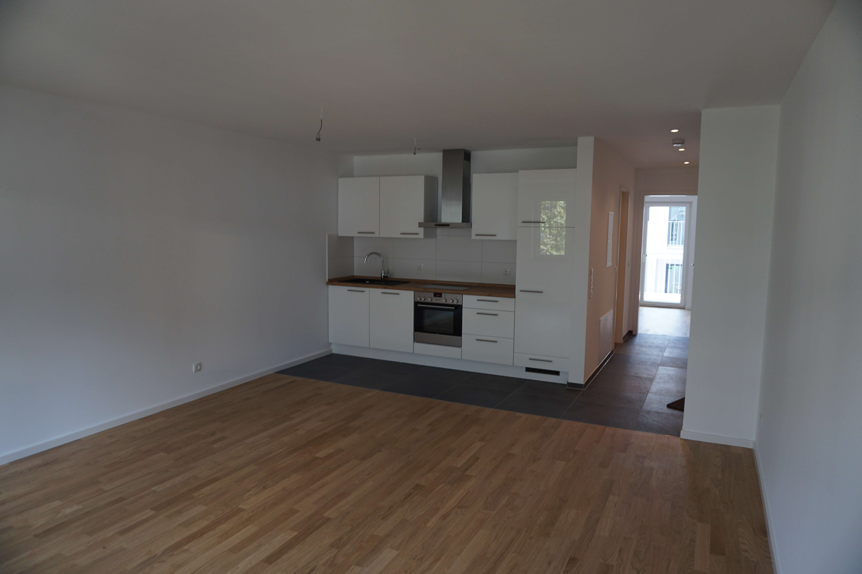 Exklusive 2,5-Zimmer-Wohnung mit Dachterrasse, hochwertiger Einbauküche & Tiefgaragenstellplatz