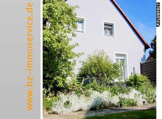 Kleine, schnucklige Doppelhaushälfte mit großem Garten