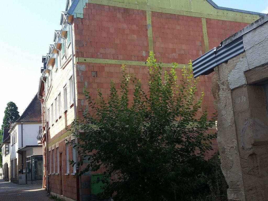 Grundstück mit Nachbarhaus