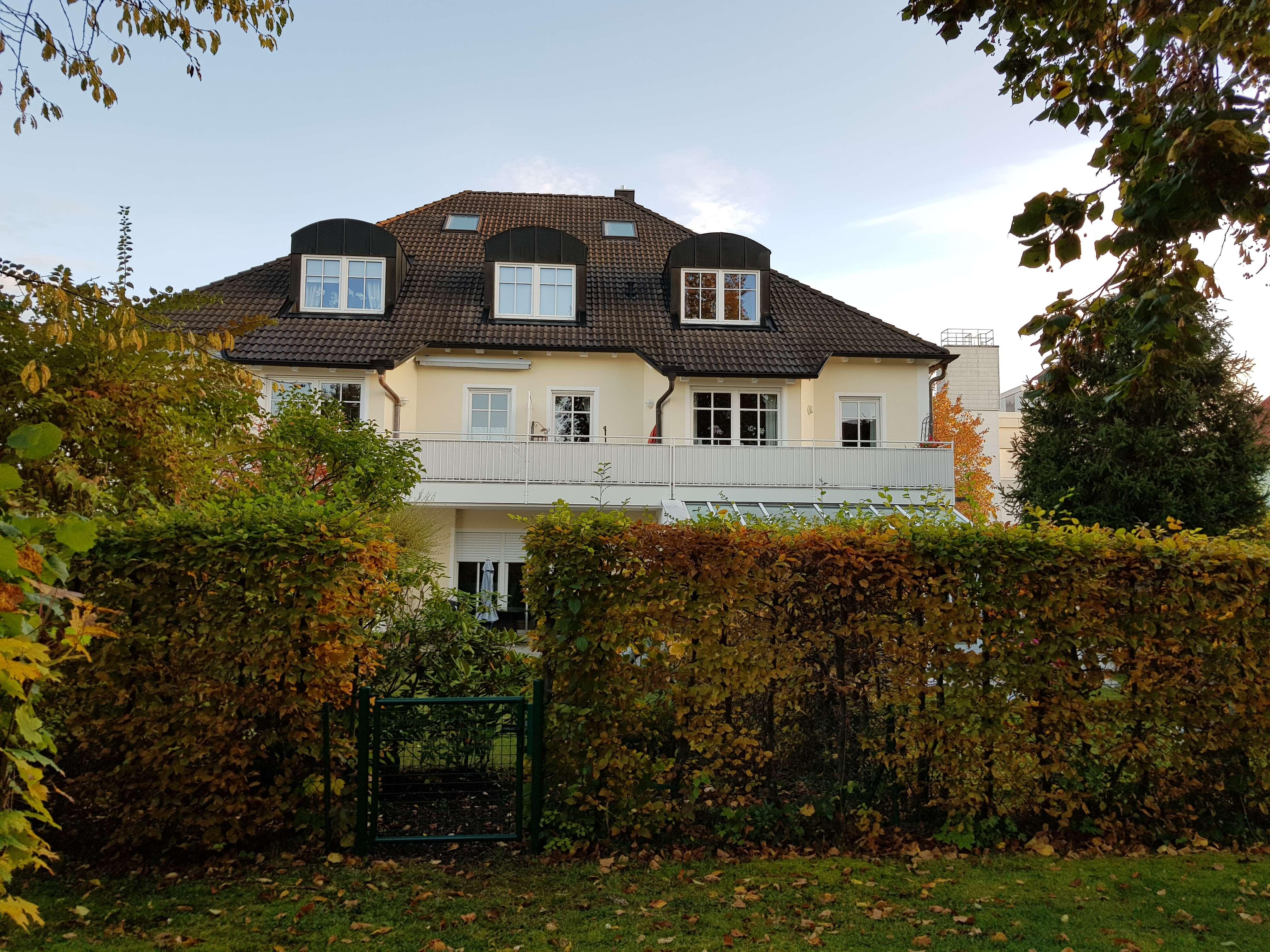 Wunderschöne, helle und junge  2-Zimmer-DG-Wohnung mit Balkon in Haar (München)