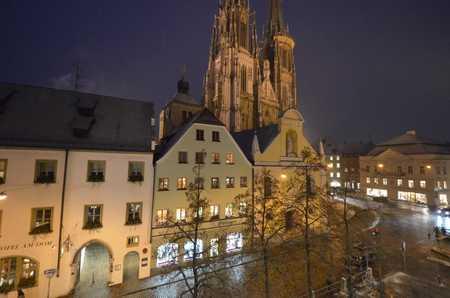 San. hochwertige 3-Zi-Wohnung mit Einbaukü, Stuckdecke u. Domblick in der Altstadt v. Rgbg. in Regensburg-Innenstadt