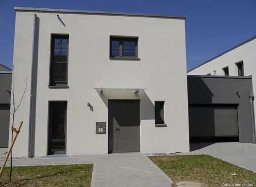 NEUBAU: Großes Einfamilienhaus (Kettenhaus) Im Bauhaus Stil!