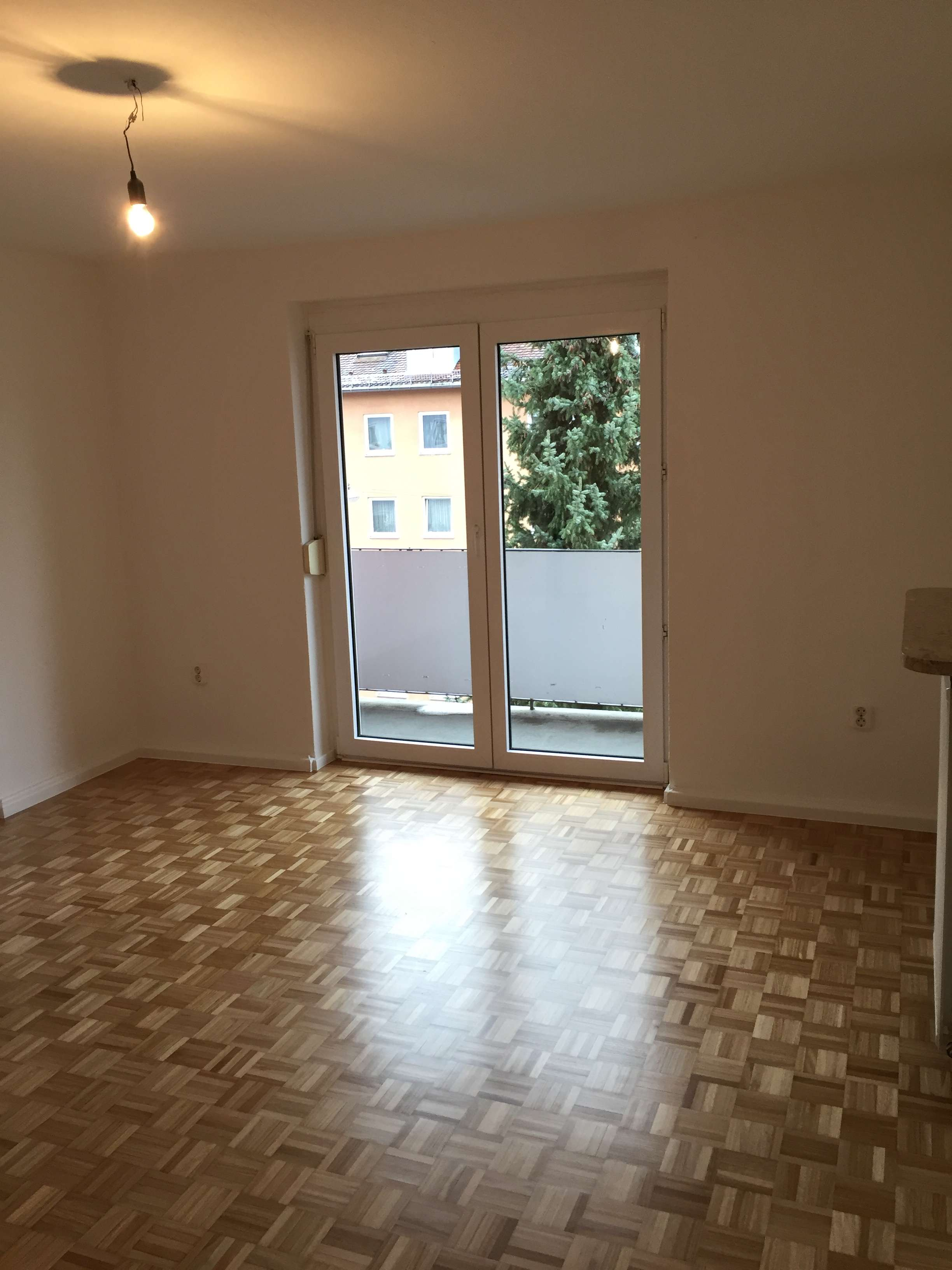 ** Schwabing ** Superschöne, sanierte 4 Zi-Whg. (81m²) im 3.OG am Bonner Platz in Schwabing-West (München)