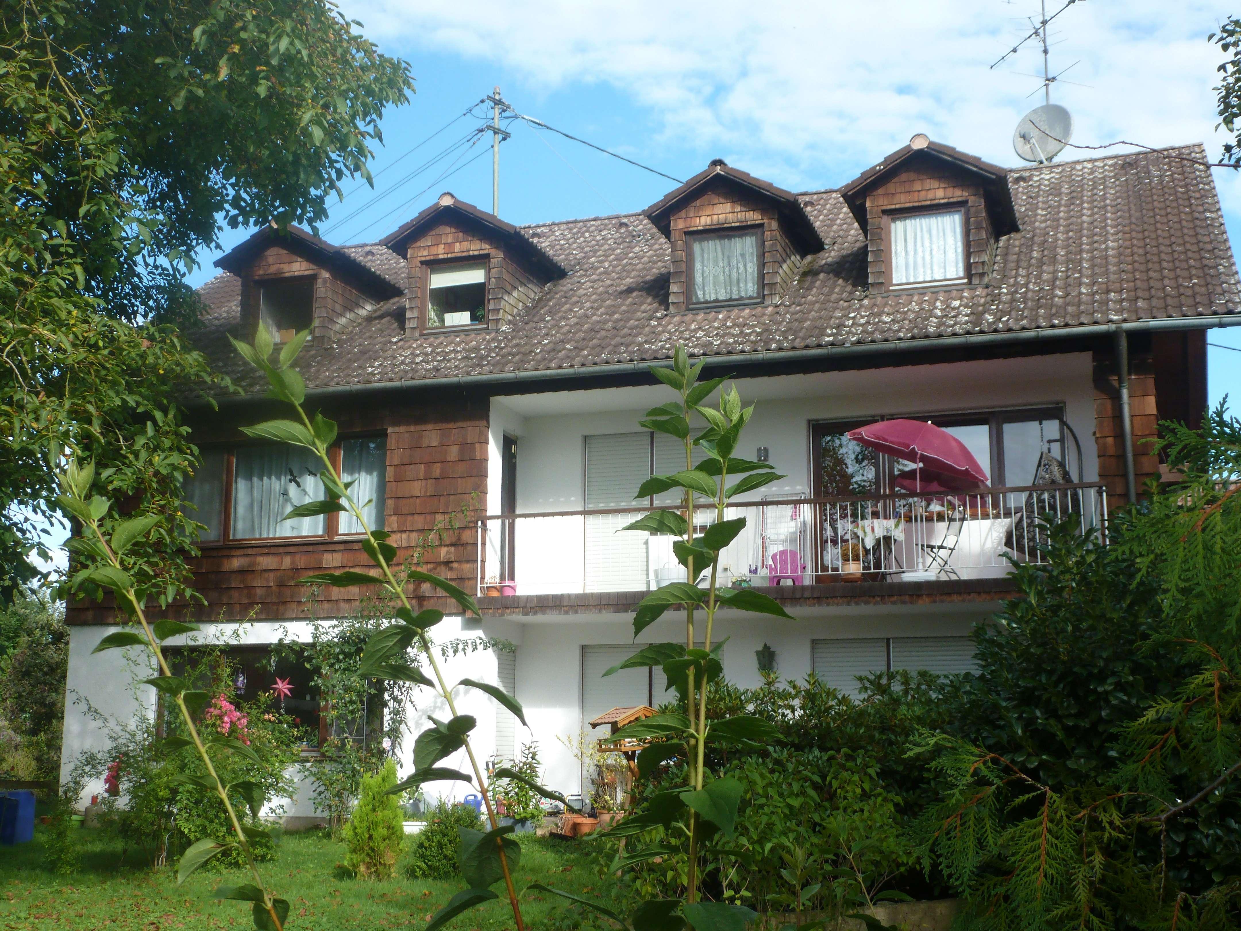 Vollständig renovierte 4-Zimmer-Dachgeschosswohnung mit EBK in Allershausen in Allershausen