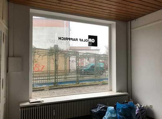 Helles Büro im Erdgeschoss mit großem Schaufenster