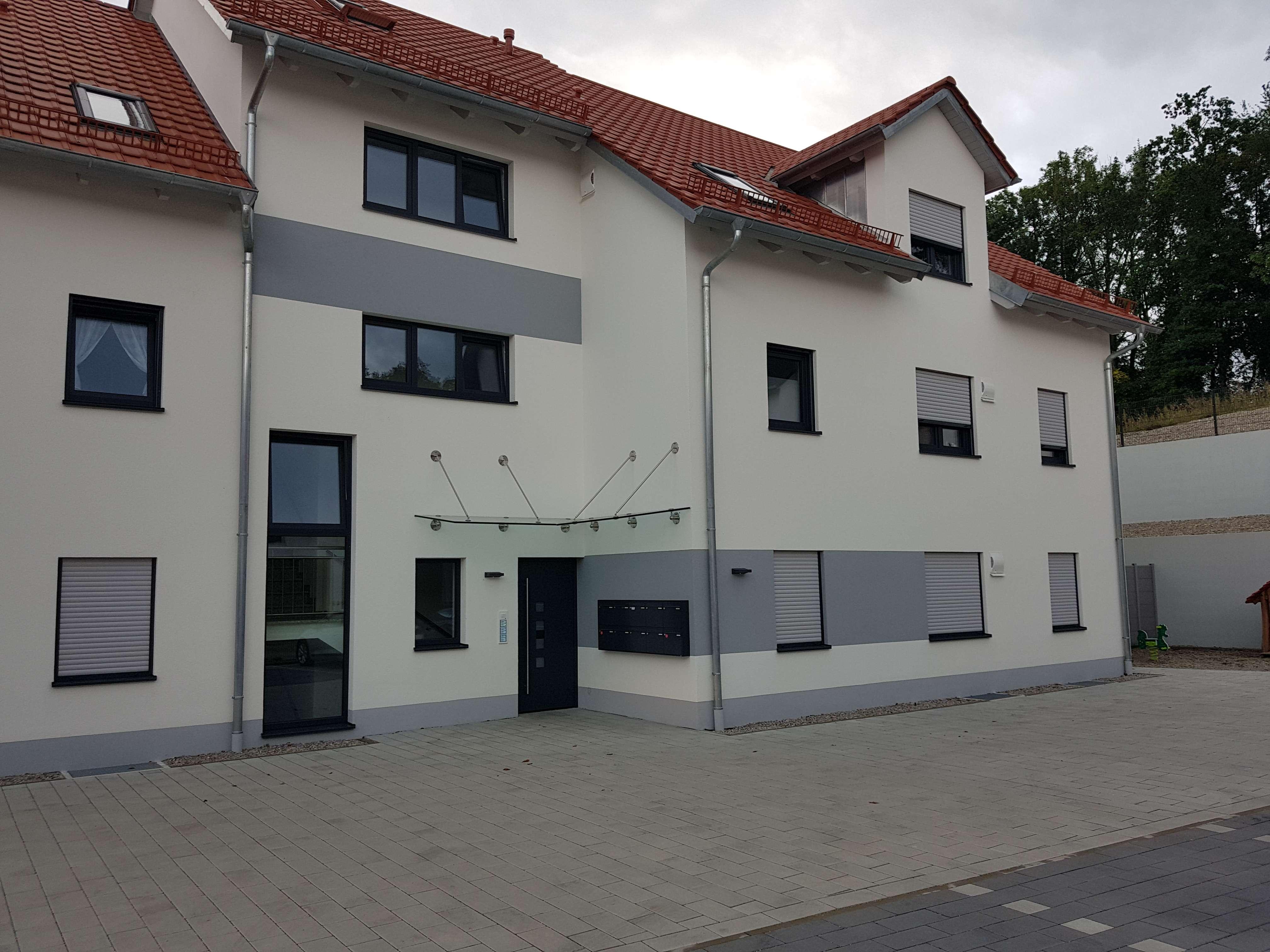 Erstbezug mit EBK und Balkon: exklusive 4-Zimmer-EG-Wohnung in Geltendorf/Walleshausen in