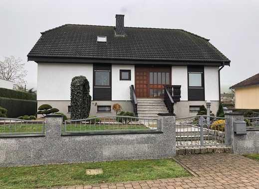 Hochwertiges Einfamilienhaus mit traumhaft angelegtem Garten