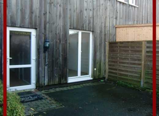 Kl. Nordende: 3 Zimmer Erdgeschoss Wohnung mit separatem Eingang und Terrassenbereich zu vermieten.