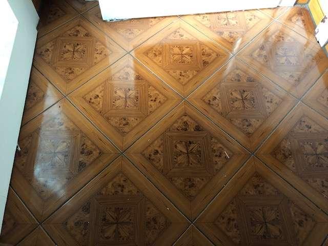 Fußboden teilweise Fliesen