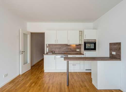 Modernisierte Wohnung mit Einbauküche und Wannenbad