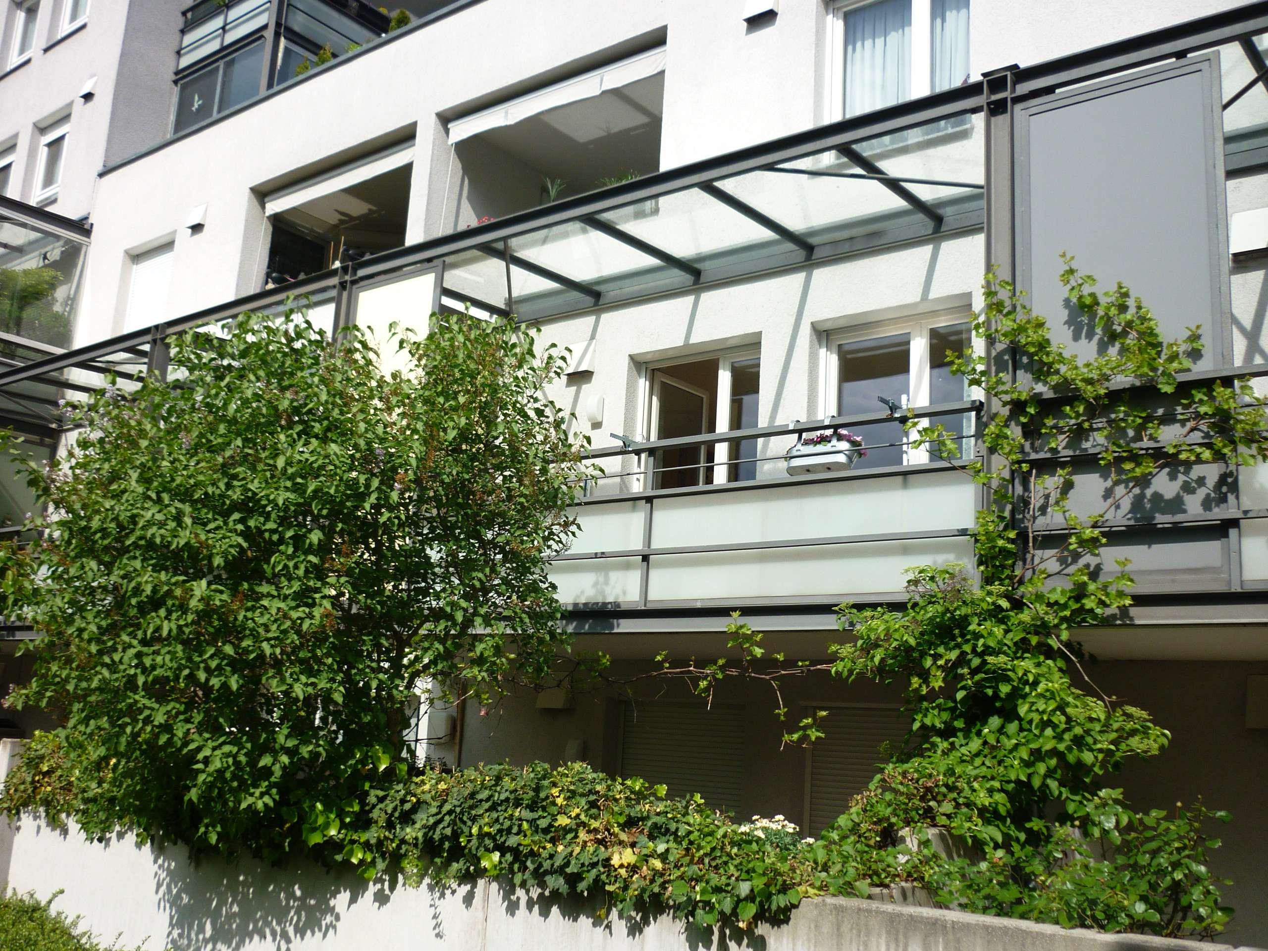 Provisionsfrei - Stilvolle, gepflegte 2-Zimmer-Wohnung mit Balkon und Einbauküche Am Hart, München