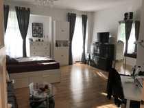 Helle 2-Zimmer-Altbauwohnung mit Einbauküche in