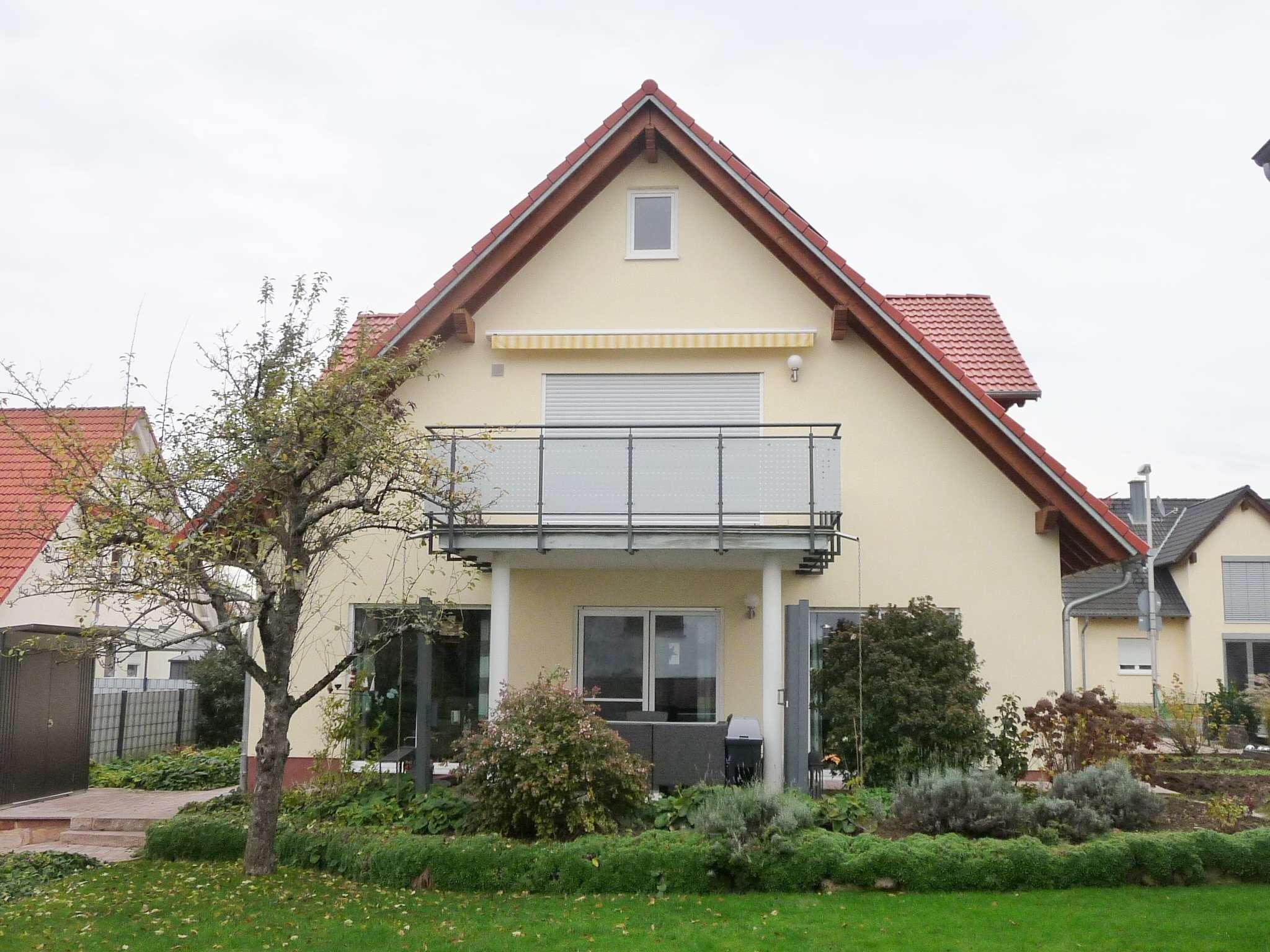 GANESHA-IMMOBILIEN...komfortable Dachgeschoss Wohnung zu vermieten ! in Großostheim