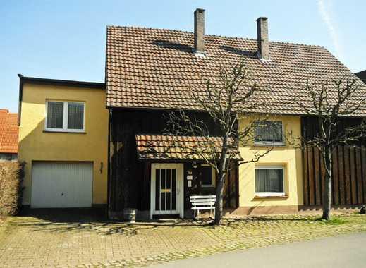 Wohnhaus mit zwei Wohneinheiten und ehemaligem Verkaufsladen in Beverungen-Amelunxen