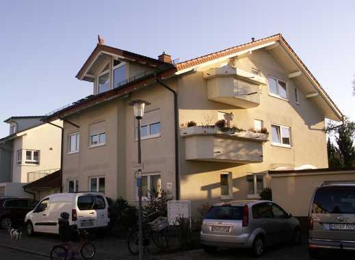 Lichtdurchflutete 4-Zimmer-Dachgeschosswohnung mit 3 Balkonen und Einbauküche in Oftersheim