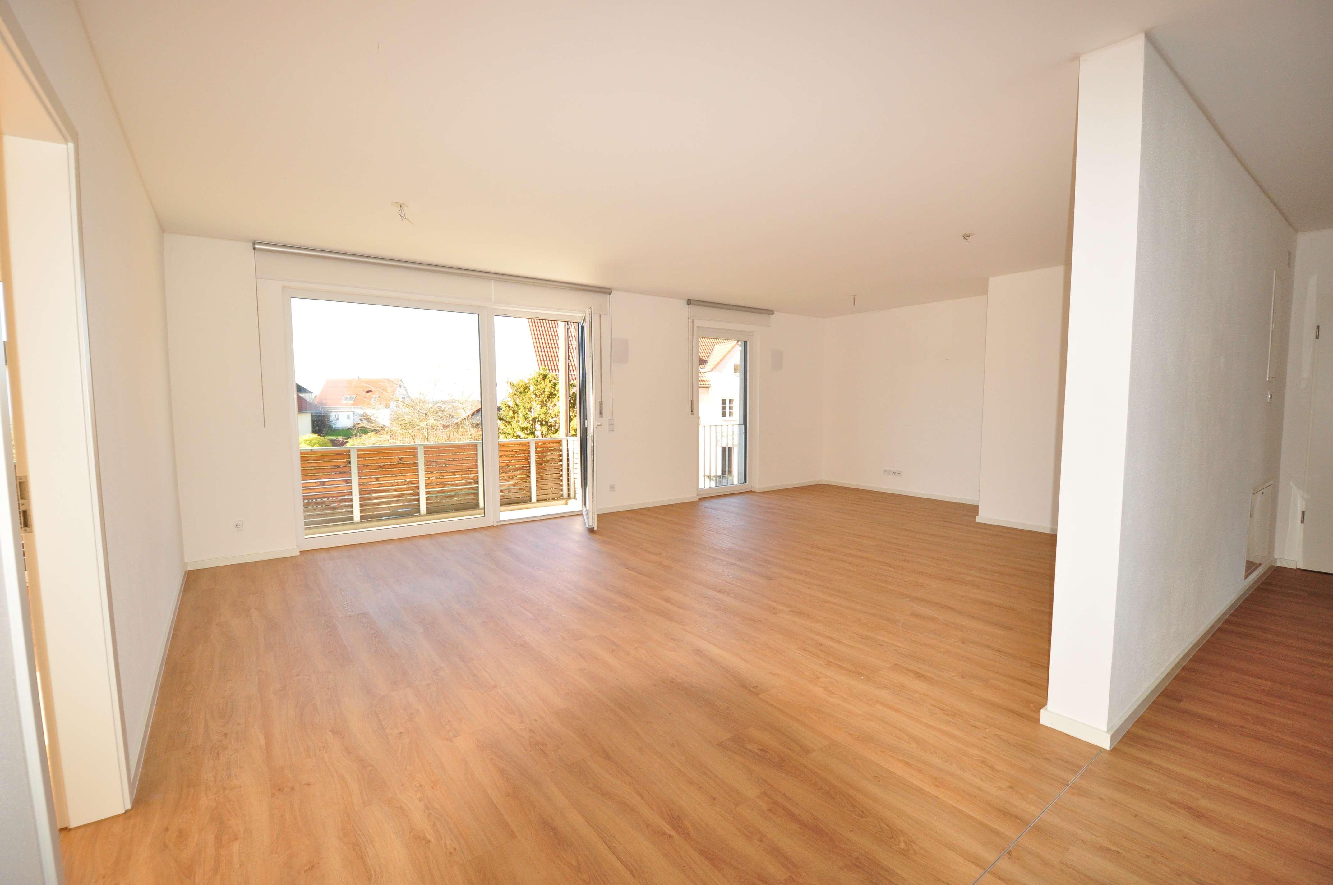 Neuwertige 3 ZKB-Wohnung mit großem Balkon, top Ausstattug, EBK-Ablöse mögl, zzgl. Garage in Kissing in