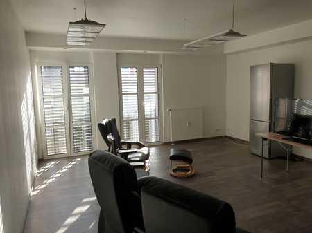 Sanierte Wohnung mit fünf Zimmern und Einbauküche in Kleinostheim in Kleinostheim