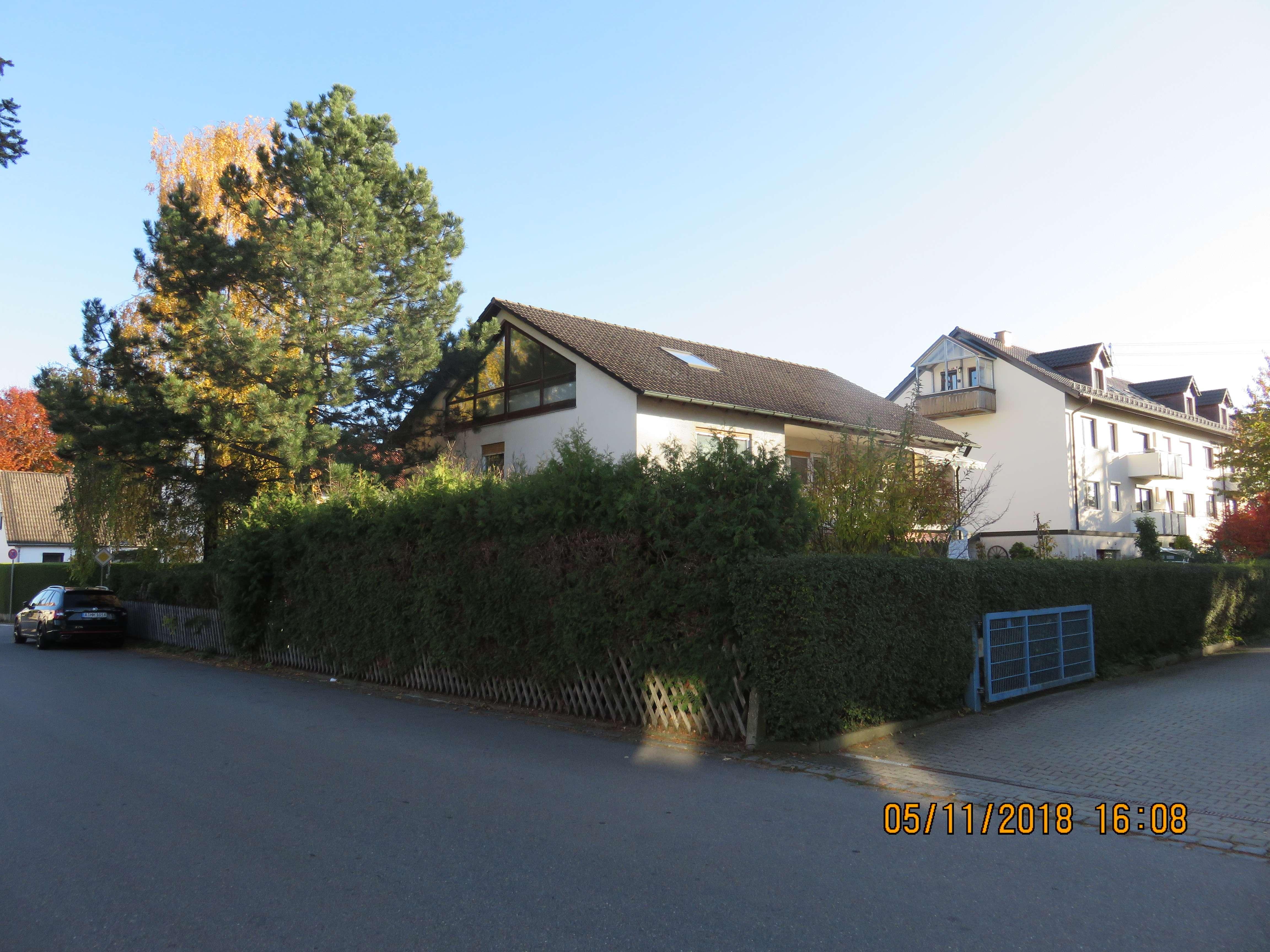 Erstbezug nach Sanierung: großzügige 5 Zimmer-Maisonette-Wohnung mit Balkon in KÖNIGSBRUNN