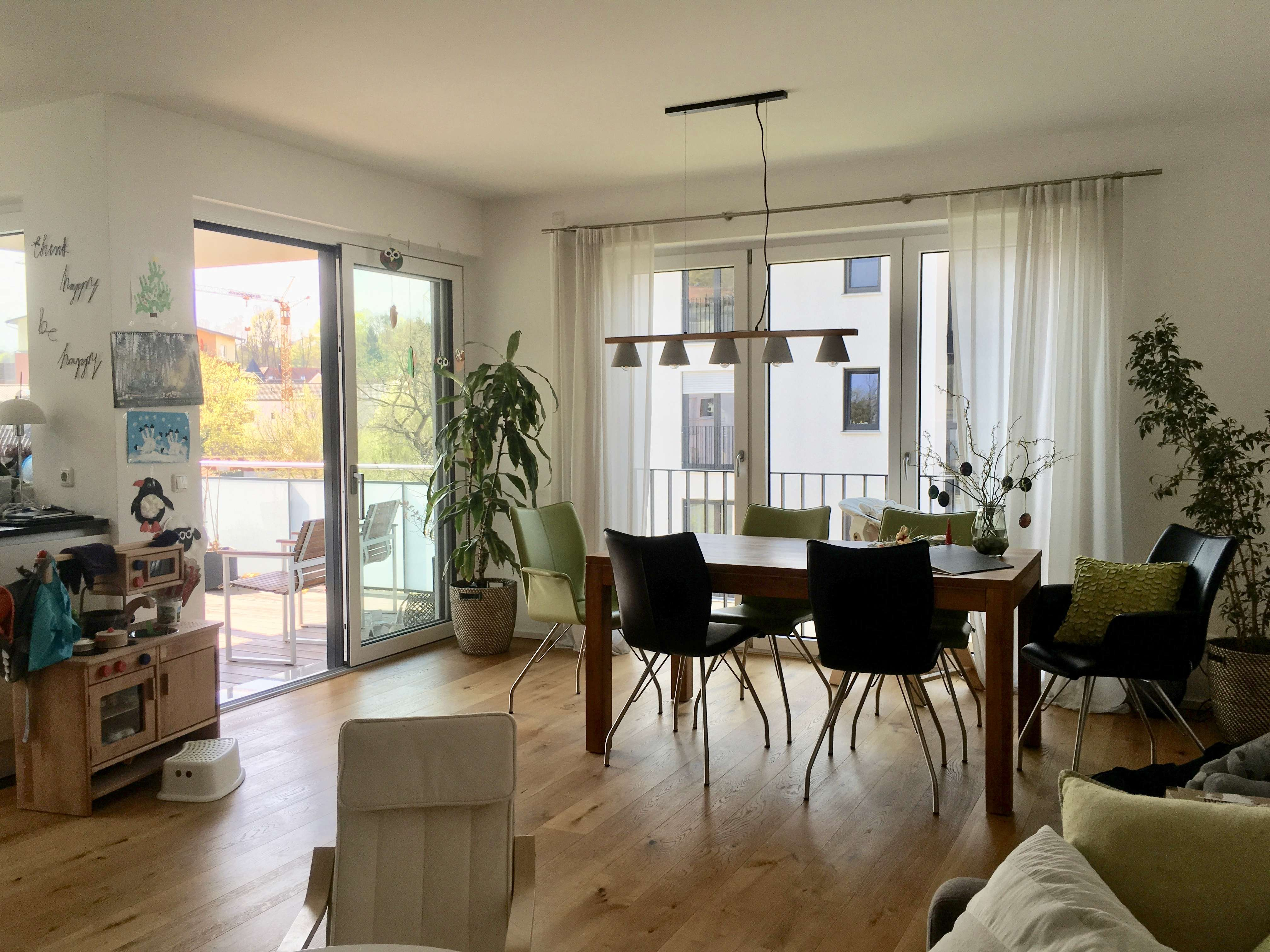 Hochwertige, neuwertige 3-Zimmer-Wohnung mit Balkon und EBK in Bad Abbach in