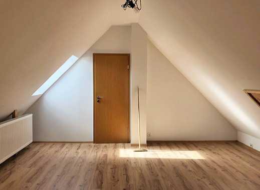 Moderne und helle 4 Zimmer-Wohnung mit kleinem Balkon und Pkw-Stellplätze in Bad Oeynhausen - Dehme