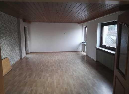 Günstige, vollständig renovierte 5-Zimmer-Erdgeschosswohnung mit Terr.