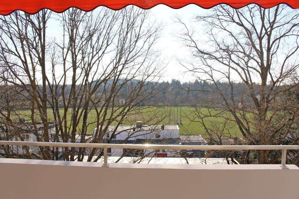 HEGERICH: Top sanierte 3-Zimmer-Wohnung mit Blick in den Wiesengrund! Mit großen Süd-Balkon!
